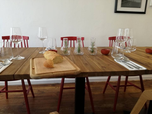 Stůl do restaurace z masivu